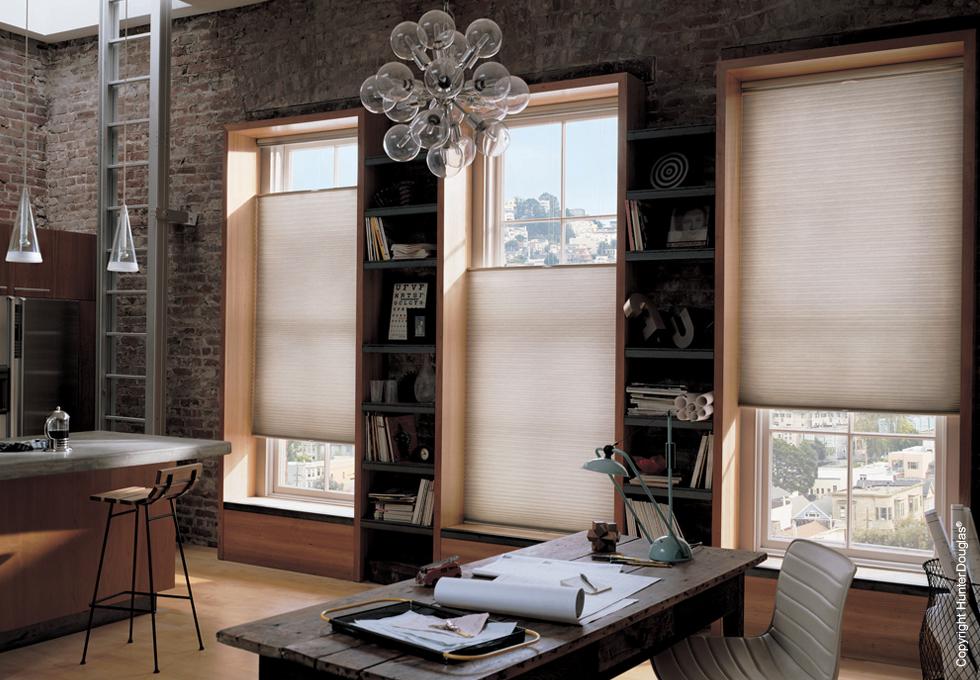Como escolher cortinas e persianas para o escritório