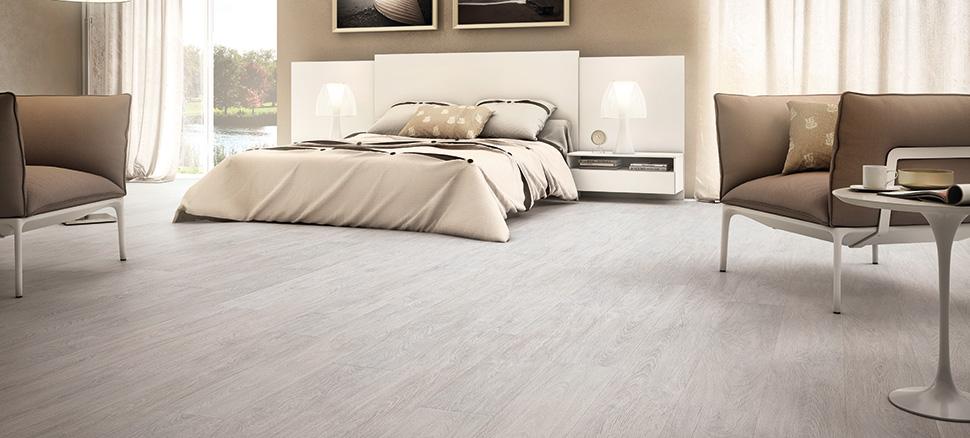 10 ambientes decorados com piso laminado claro
