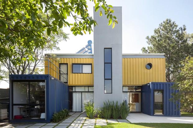 Conheça a primeira casa container do Brasil