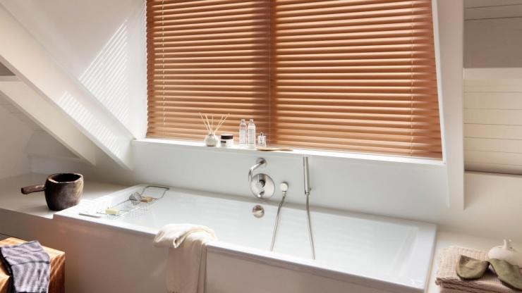 Qual a cortina mais indicada para banheiros e cozinhas?