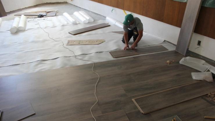 Instalação piso sobre piso pode reduzir custos em até 40%