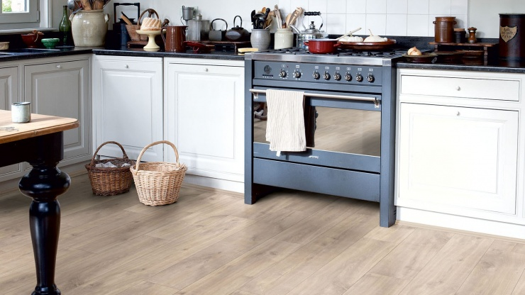 Para inspirar: 10 cozinhas decoradas com pisos madeirados